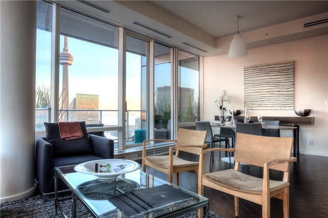 180 UNIVERSITY AVE - TWO BEDROOM FOR SALE - CONTACT YOSSI KAPLAN
