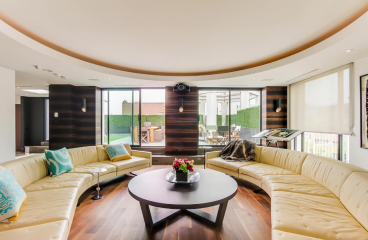 38 AVENUE PENTHOUSE FOR SALE - CONTACT YOSSI KAPLAN