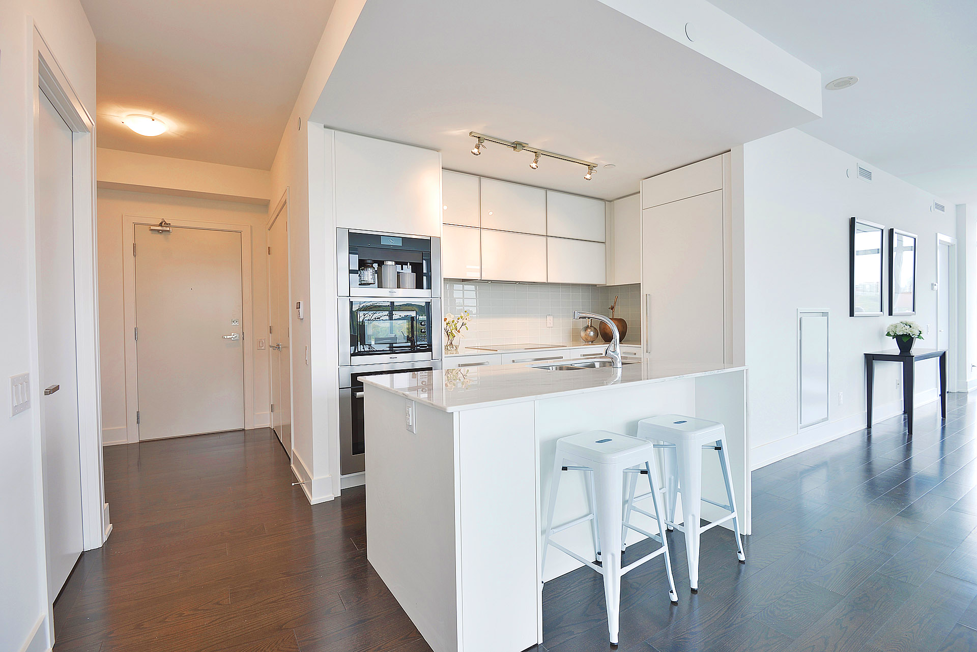 170 AVENUE ROAD - TWO BED FOR SALE - CONTACT YOSSI KAPLAN