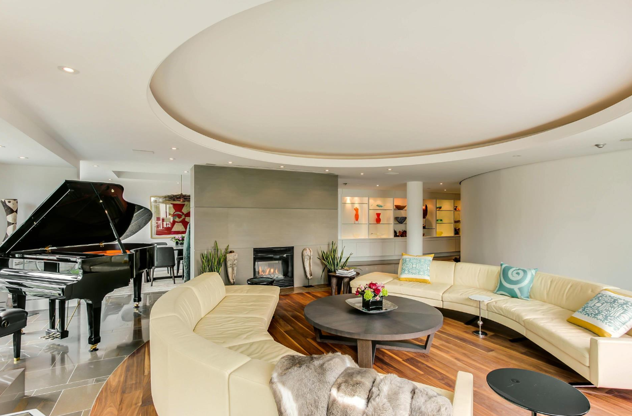 38 AVENUE PENTHOUSE THREE BED SUITE - CONTACT YOSSI KAPLAN