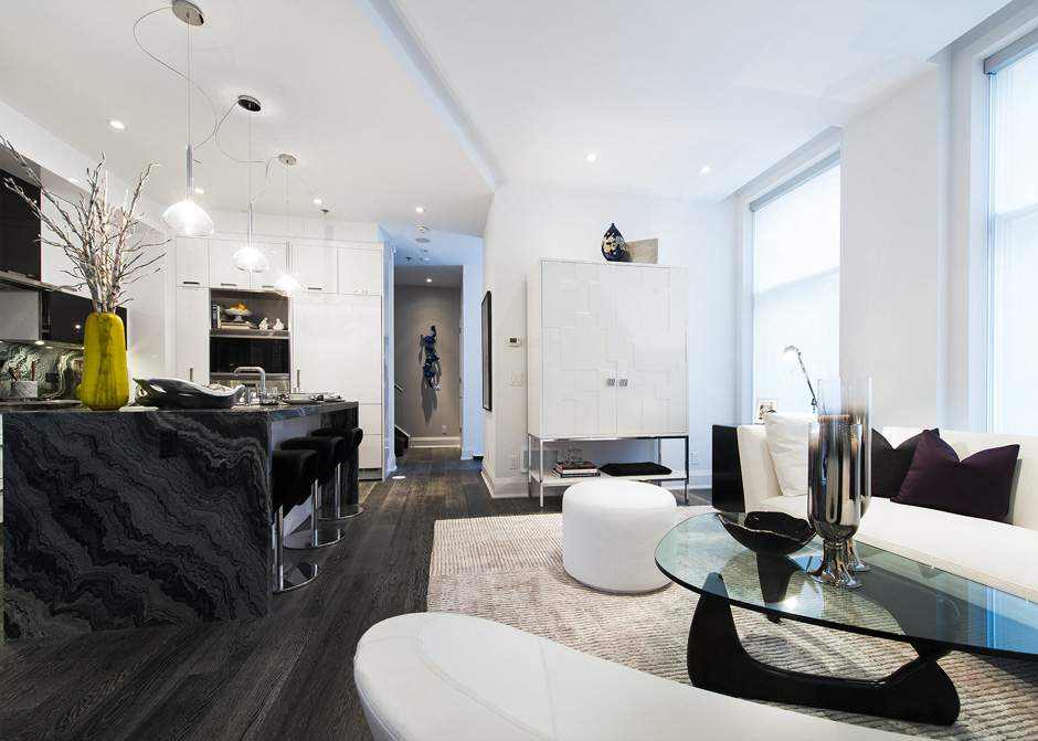 1082 BAY TOWNHOME FOR SALE - CONTACT YOSSI KAPLAN