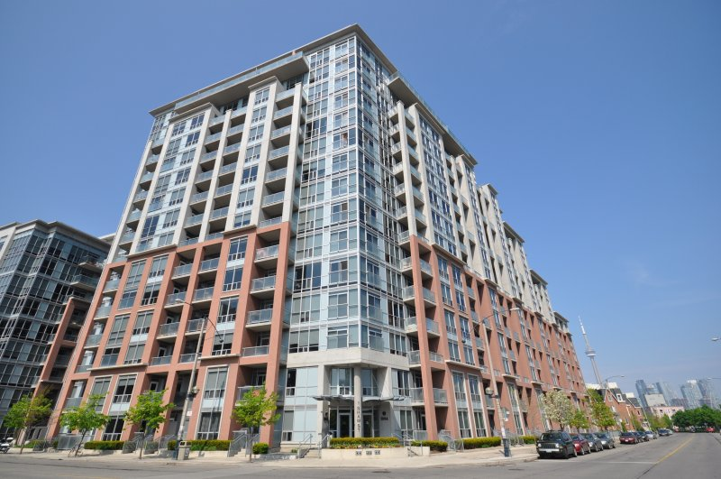 1005 KING WEST & 1 SHAW ST - DNA CONDOS